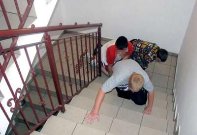 отец заставлял детей лизать член: