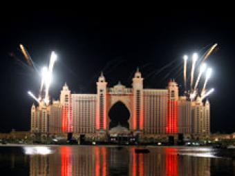 Рождение нового острова в Дубаи отметили величайшим в истории фейерверком