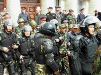 Массовые беспорядки в Киргизии: демонстранты захватили здание обладминистрации