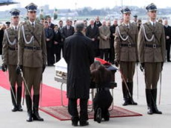 Медведев принял участие в похоронах Качиньского