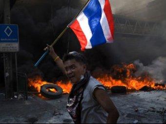 Бои в Бангкоке: погиб лидер оппозиционеров, всего убито 35 человек