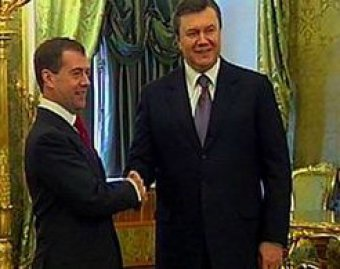 """Очередной """"ляп"""" Януковича попал в Сеть: он перепутал Медведева с Путиным"""
