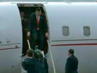 Саакашвили вновь попал в телесюжеты: теперь он ударился головой о самолет