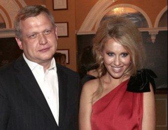 Соратник Абрамович бросил жену ради Ксении Собчак