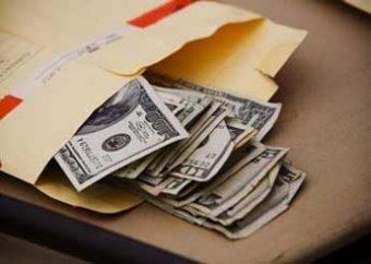 Медведев предлагает ввести стократные штрафы за взятку
