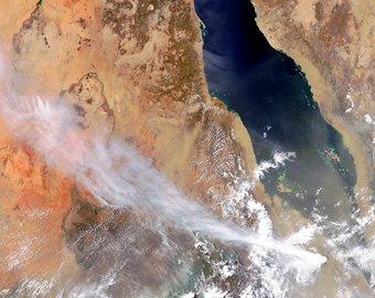 Спутник NASA заснял жерло извергающегося африканского вулкана