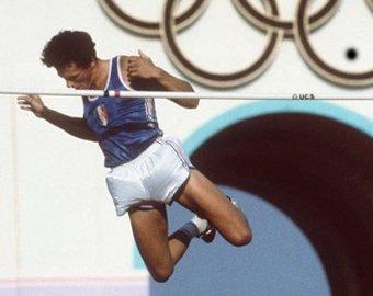 Мировой рекордсмен и олимпийский чемпион покончил с собой