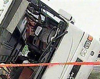 В пригороде Нью-Йорка перевернулся туристический автобус