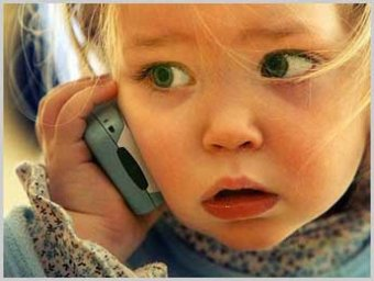 В США двухлетняя девочка спасла свою маму, позвонив по телефону