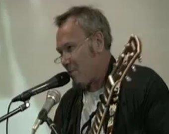 """Гитарист «Чайфа» посвятил НТВ нелицеприятную  песню """"Козявка"""""""