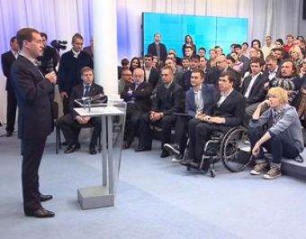 Медведев пообещал разогнать правительство Путина