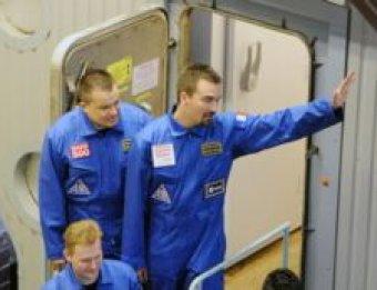 Марсонавты вернулись на Землю, проведя 1,5 года без женщин
