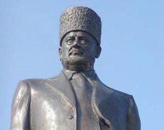 К памятнику Кадырову в Москве подбросили свиные головы