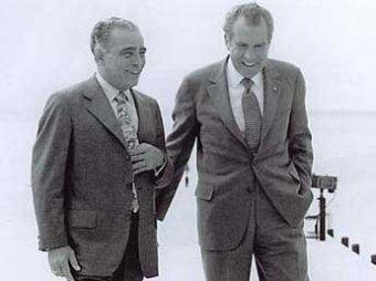 В Америке вышла скандальная книга: президент Никсон был пьяницей и геем