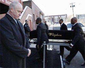 Церемония прощания с Уитни Хьюстон не обошлась без скандала