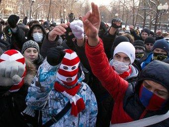 Националисты провели шествие по центру Москвы, по пути избивая мигрантов