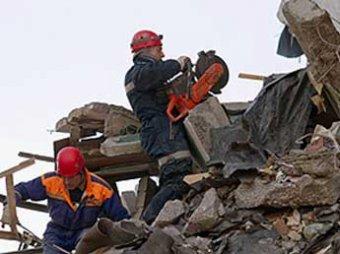 Из-под обломков дома в Астрахани извлекли тело предполагаемого самоубийцы