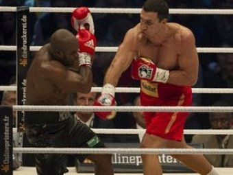 Владимир Кличко защитил титулы, отправив Жан-Марка Мормека в нокаут