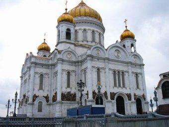 СМИ: Храм Христа Спасителя превратили в бизнес-центр с паркингом, где РПЦ арендует помещения