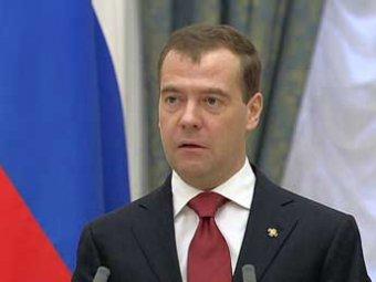 Медведев подписал новый закон о регистрации партий