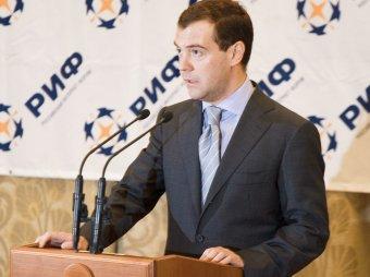 Медведев: за заведомую ложь в интернете надо наказывать