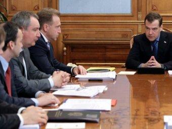 СМИ: политики и чиновники отказываются от работы с Медведевым