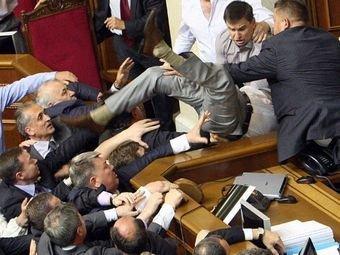 Битва за мову: побоище депутатов Рады закончилось кровопролитием