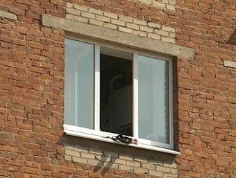 Загадочная смерть в Москве: спортсмен выпал из окна вместе с блинами от штанги