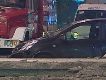 В Москве выпавшими из грузовика бетонными плитами убило водителя