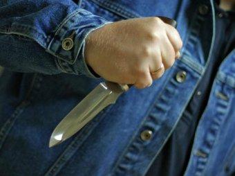 В московском метро пьяный пассажир ранил ножом полицейского