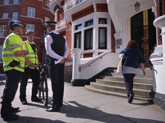 Британская полиция готовится взять штурмом посольство Эквадора в Лондоне, чтобы арестовать Ассанжа