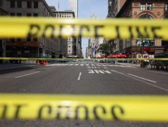 В главного небоскреба Нью-Йорка уволенный дизайнер открыл стрельбу по прохожим: двое убитых