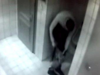 Скрытая камера в туалете девочки видео