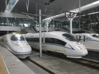В Китае поезд врезался в толпу: погибли 9 человек