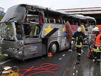 В Баварии перевернулся автобус с детьми: 35 пострадавших