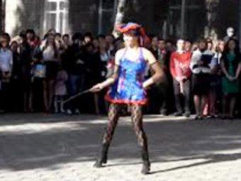 Откровенный танец на школьной линейке в Воронеже шокировал родителей