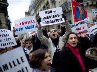 Во Франции католики побили FEMENисток из-за спора об однополых браках