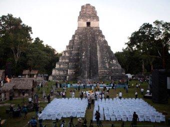 """В """"конец света"""" туристы повредили древний храм майя"""
