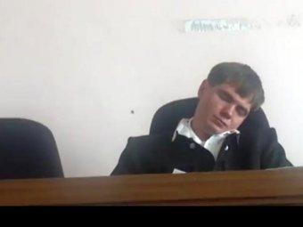 В Приамурье судья заснул прямо на заседании