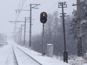 В Приамурье мужчина выпал из поезда и пробежал по морозу 7 км в футболке и тапочках