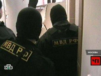 После нападения на московское общежитие полиция проводит обыски у антифашистов