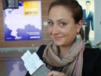 """""""Аэрофлот"""" восстановил на работе стюардессу, уволенную из-за неприличного фото"""