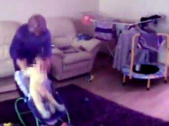 В Красноярске за снятое на видео жестокое избиение младенца судят пожилую няню