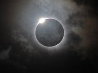 Российский спутник заснял лунную тень во время солнечного затмения