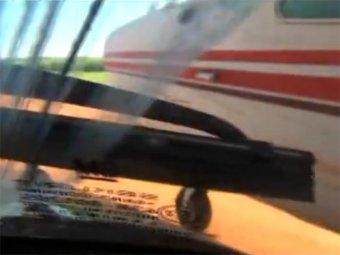 Бразильские полицейские протаранили самолёт с кокаином