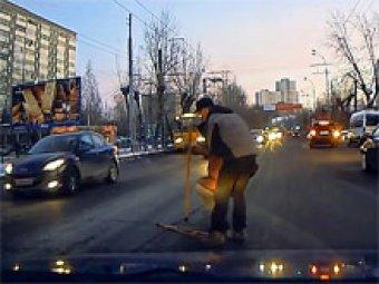 Видео о водителях-тимуровцах в России стало хитом Интернета