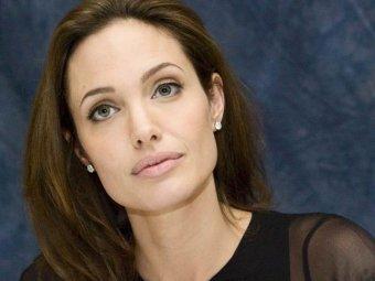 Тётя Анджелины Джоли скончалась от рака груди