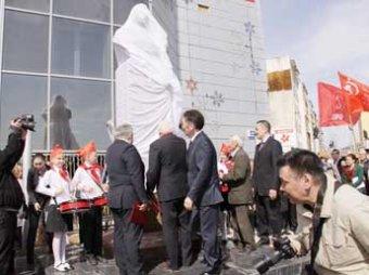 В Якутии ко Дню Победы открыли третий памятник Сталину