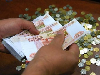 """СМИ: зарплата чиновников растёт в два раза быстрее """"обычных"""" россиян"""