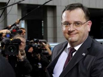 Премьер Чехии ушел в отставку после коррупционных скандалов и слежки за женой